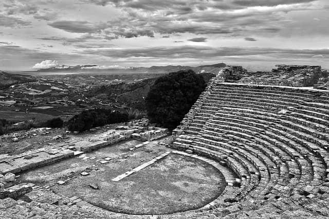 Il Teatro Romano Di Segesta