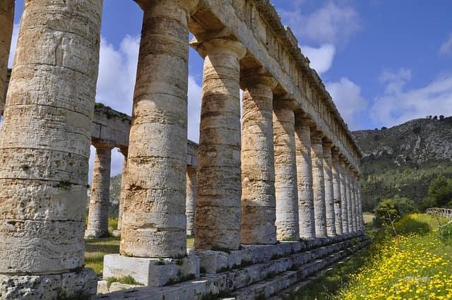 Lato Lungo Colonne Del Tempio Di Segesta